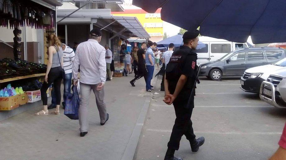 (фото) Полиция следит, чтобы уличные торговцы не вернулись на свои места