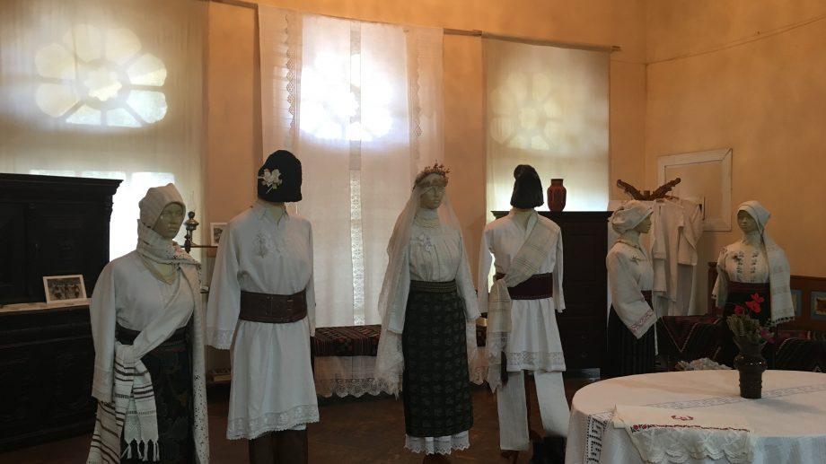 В Страсбурге проходит выставка молдавского народного костюма