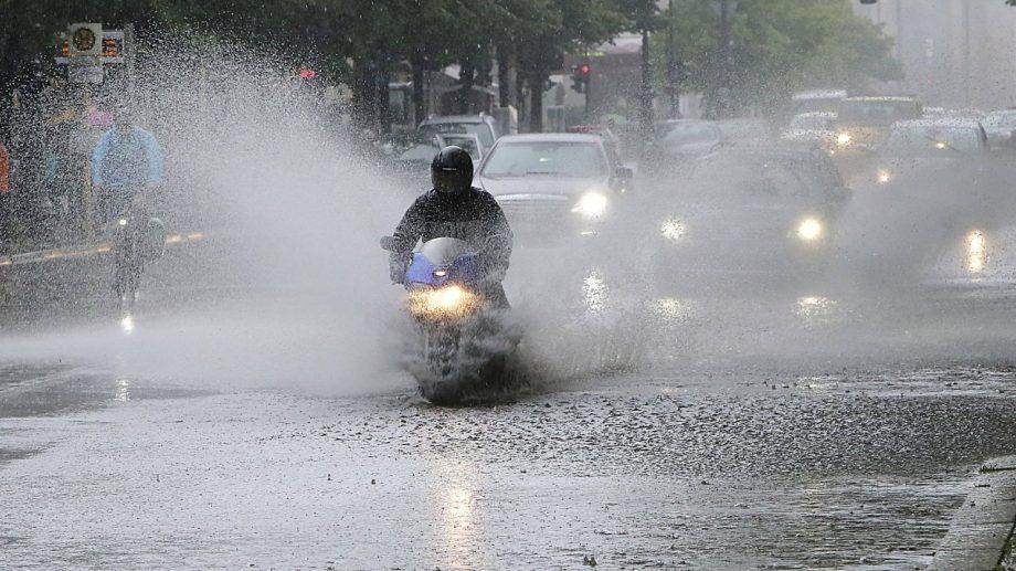 (видео) В Берлине из-за сильных дождей парализовано движение