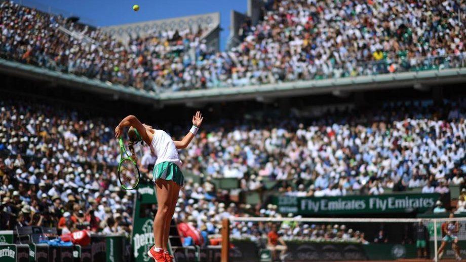 Елена Остапенко стала чемпионкой Roland Garros, выиграв у Симоны Халеп со счетом  4-6, 6-4, 6-3
