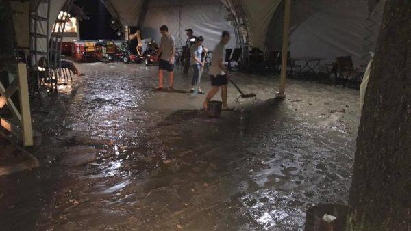 (фото) Сильный ливень и ветер нанесли существенный ущерб городу Тараклия в четверг, 27 июля