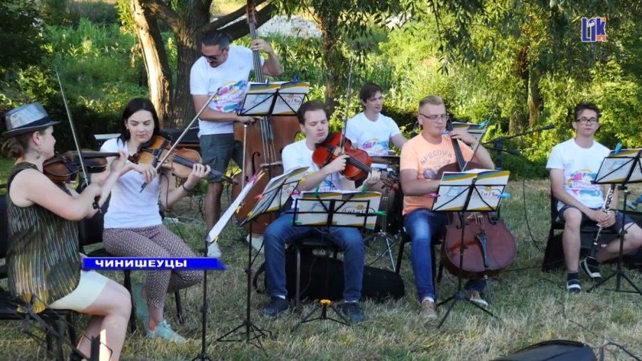 (video) В селе Чинишеуцы состоялся концерт проекта «La La Play»
