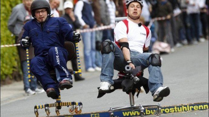 (видео) В Швейцарском городе Ольтен прошел Чемпионат мира по гонкам на офисных стульях