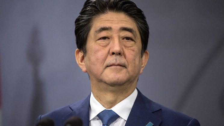 Правительство Японии в полном составе подало в отставку
