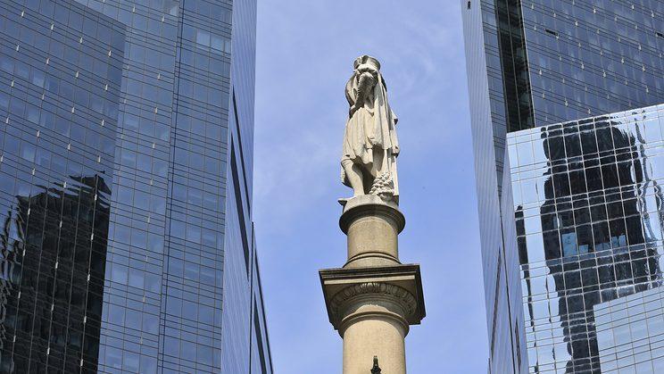 В Нью-Йорке обезглавили памятник Христофору Колумбу