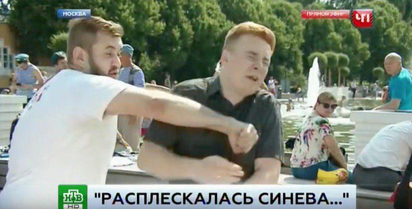 (видео) Журналиста НТВ избили в прямом эфире