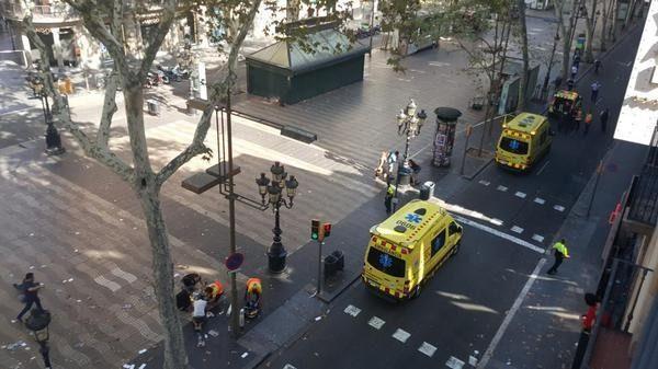 (видео) Террористическая атака в Барселоне. Известно о 13 погибших и 20 раненых человек