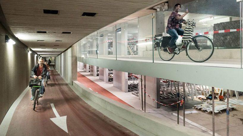 (фото, видео) В Утрехте открылась самая большая велосипедная парковка в мире