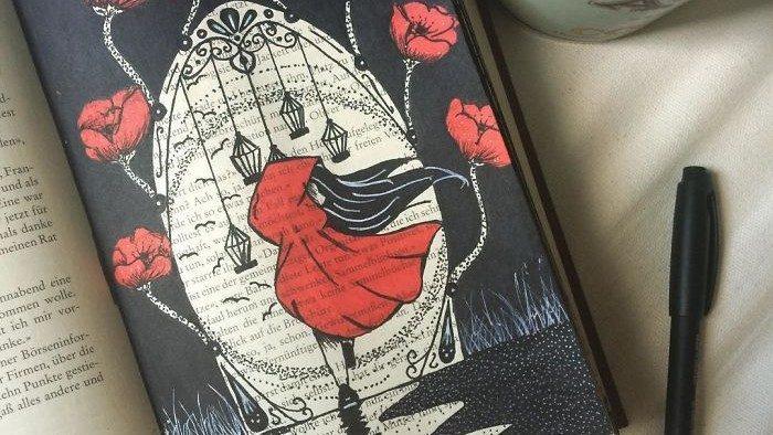 (фото) Художница из Германии превращает старые книги в сказочные произведения искусства