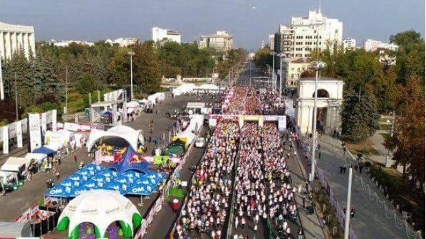 (фото) Третий Международный кишиневский марафон собрал около 17 тыс. человек. Как это увидели пользователи Instagram
