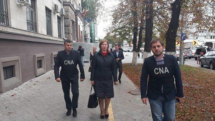 В результате обысков в Минфине, проведенных в пятницу, задержана вице-министр Мария Кэрэуш и три предпринимателя