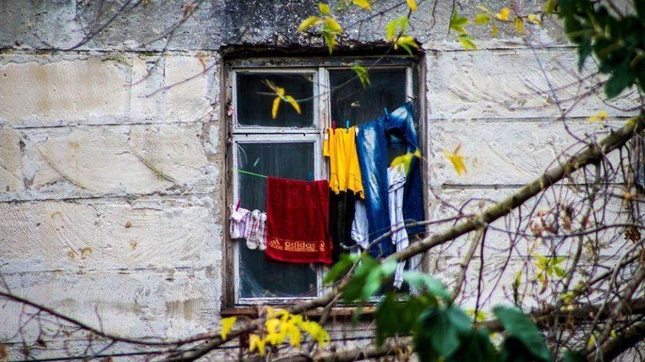 (фото) Кишиневский фотограф запечатлел рассказы окон и балконов сектора Буюканы