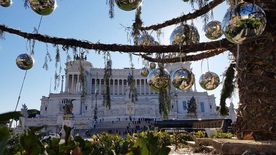 (видео) Праздничная елка в Риме засохла до Рождества