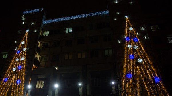 """На здании """"Apă-Canal Chişinău"""" была включена праздничная иллюминация"""