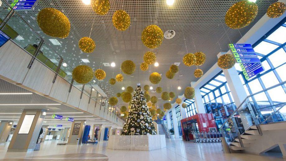 (фото) Как украсили Кишиневский аэропорт к Рождеству