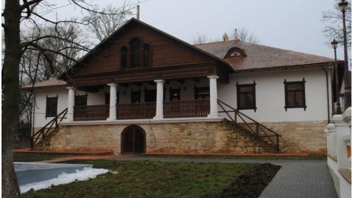 В усадьбе Манук-Бей завершена реставрация еще двух объектов