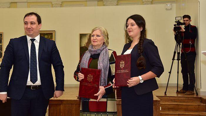 (фото) Ученики школ, лицеев и колледжей художественного профиля получили награды от Министерства просвещения, культуры и исследований