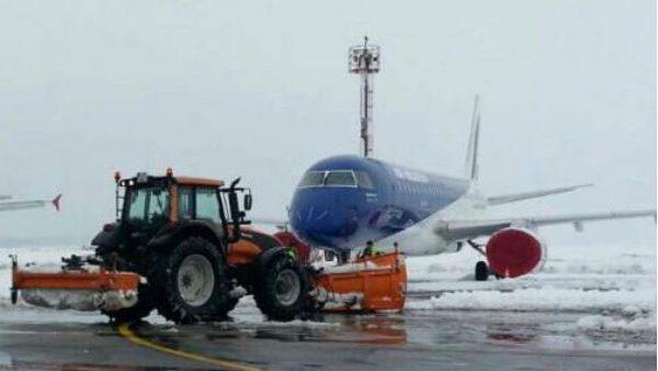 (видео) Кишиневский аэропорт продолжает работу в оперативном режиме. Регистрируются задержки рейсов