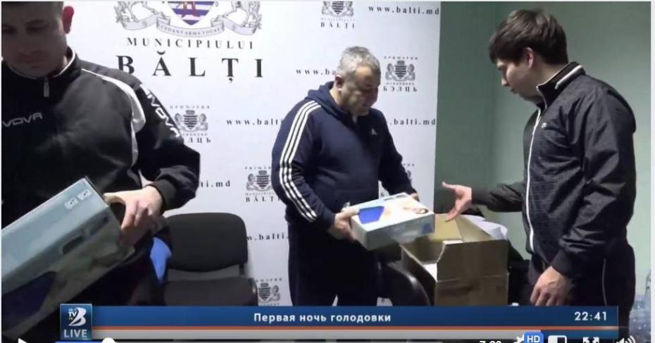 Stop Fals!: Бельцкий телеканал обвиняет несколько порталов в дезинформации: «В коробках были надувные матрацы, а не еда»