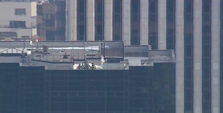 (фото, видео) В Нью-Йорке горит Башня Трампа. Пожарные работают на месте происшествия