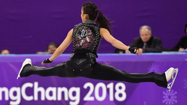 (видео) Рок на льду: венгерская фигуристка выступила на Олимпиаде под песню AC/DC в жилетке с Ангусом Янгом
