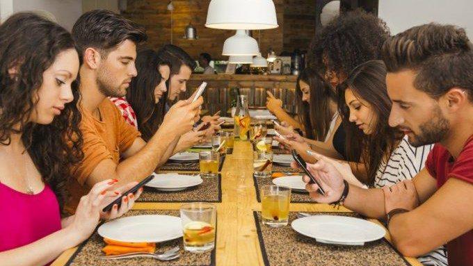 Исследование: Чем больше экран, тем сильнее пользователь «погружён» в смартфон