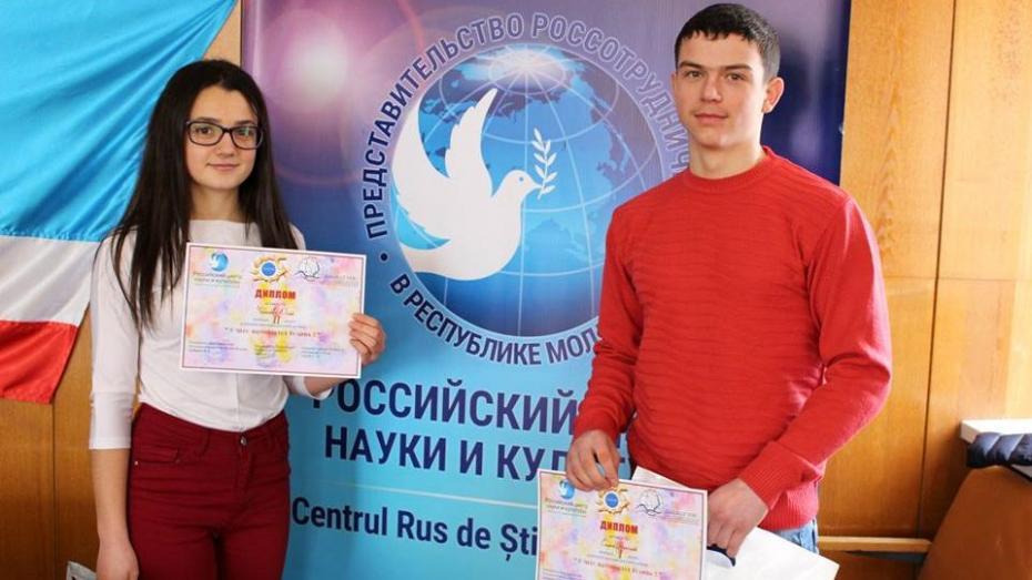 (фото) В Чадыр-Лунге состоялась церемония награждения призеров конкурса рисунков «С чего начинается Родина»