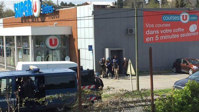 Полиция застрелила террориста, захватившего заложников во Франции