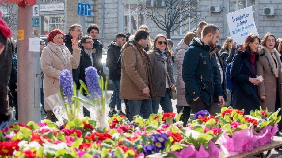 (фото) Как прошел Марш солидарности с женщинами в центре Кишинева 8 марта