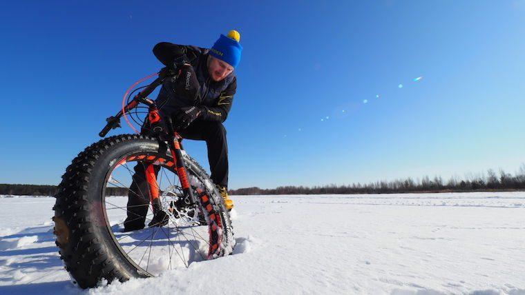 Россиянин первым в мире достиг Северного полюса на велосипеде