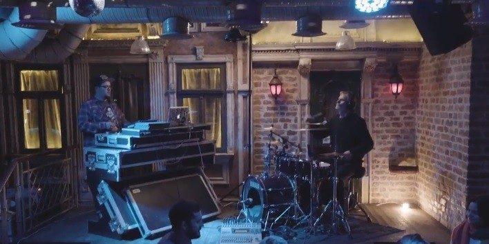 (видео) Социальный эксперимент. Молодой DJ и профессиональный барабанщик из Молдовы встретились на музыкальной дуэли