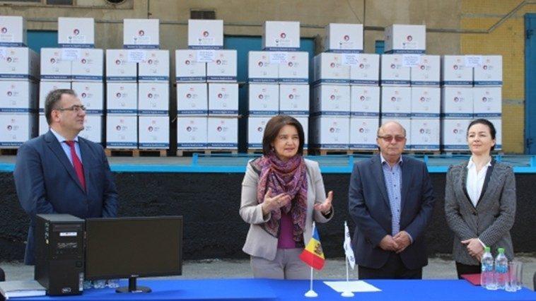 15 школ из районов Республики Молдова получат новые компьютеры
