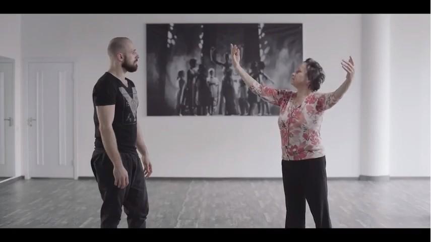 (видео) Социальный эксперимент. И в 79 лет можно научится современному танцу у хореографа шоу Eurovision