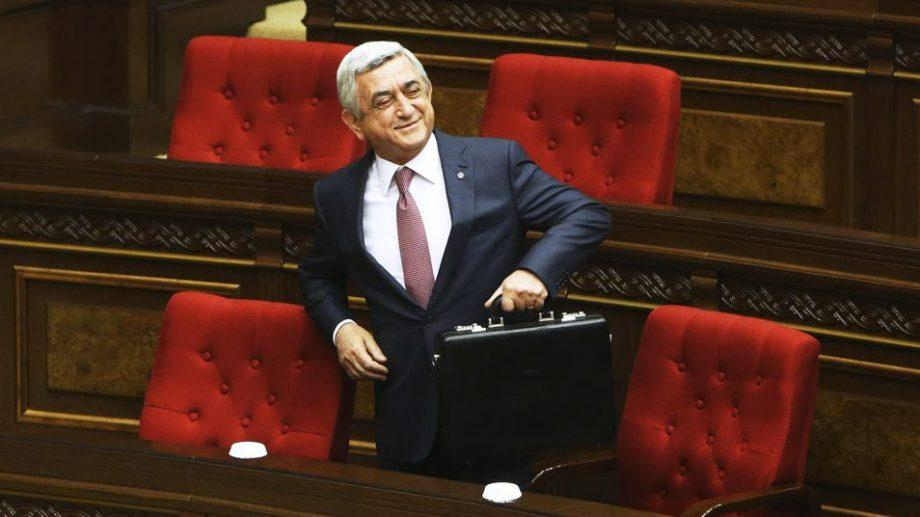 Серж Саргсян после массовых митингов подал в отставку с поста премьер-министра Армении