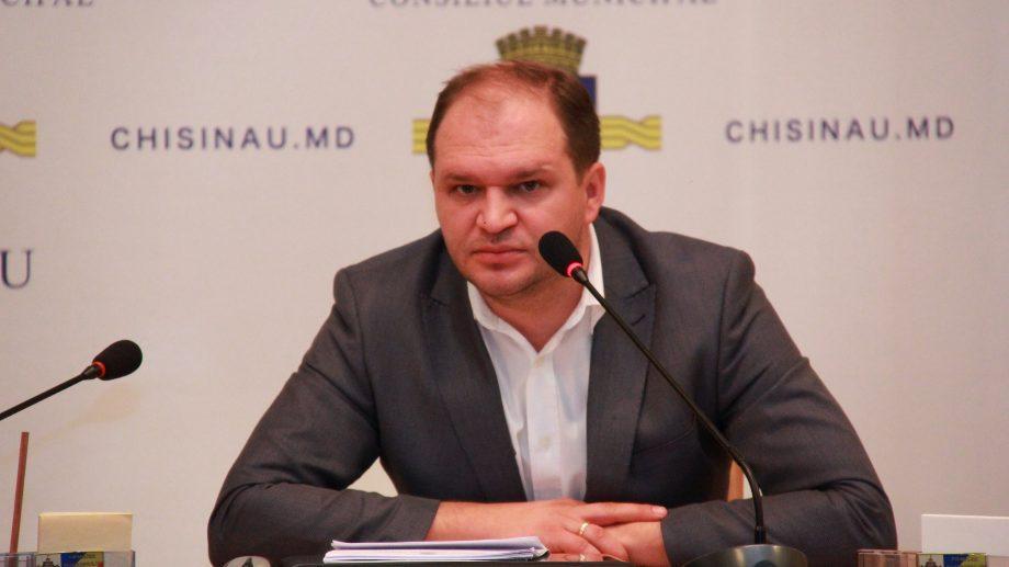 По предварительному подсчету голосов, в Кишиневе победил Ион Чебан. Кто проходит во второй тур
