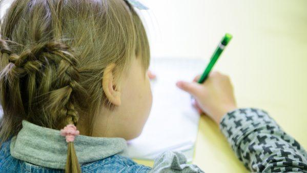 Молодые люди до 18 лет могут принять участие в конкурсе рисунков и графики на тему реинтеграции страны