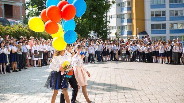 Последний звонок прозвучал сегодня более чем для 335 тыс. учащихся