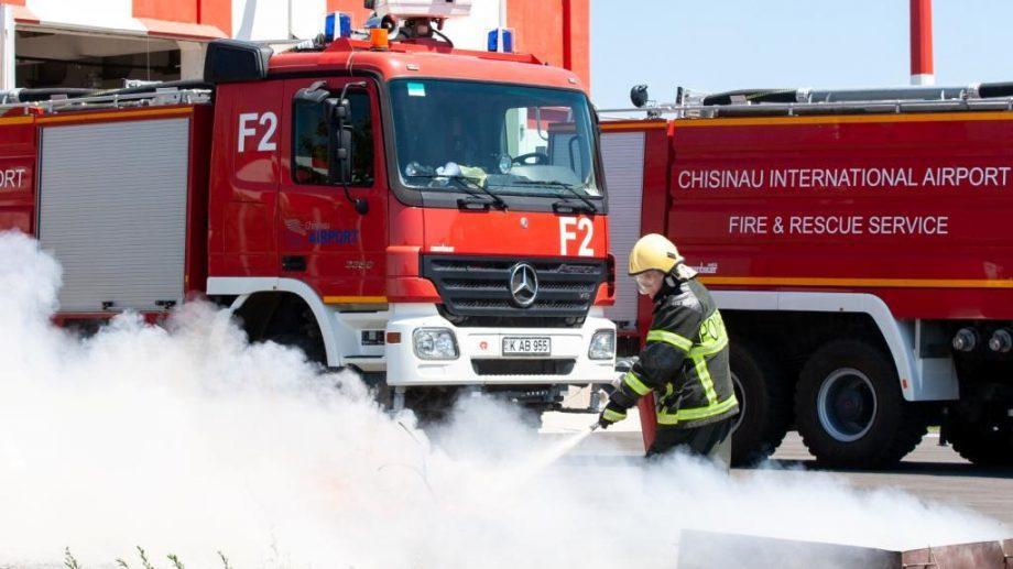 (фото) В Международном Аэропорту Кишинева прошла проверка спасательных и пожарных служб