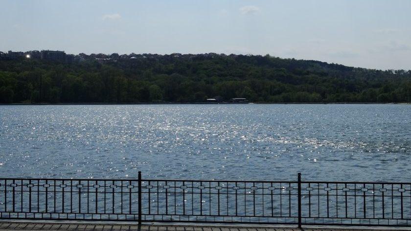 Купание в столичных озерах представляет опасность для здоровья, предупреждают эпидемиологи