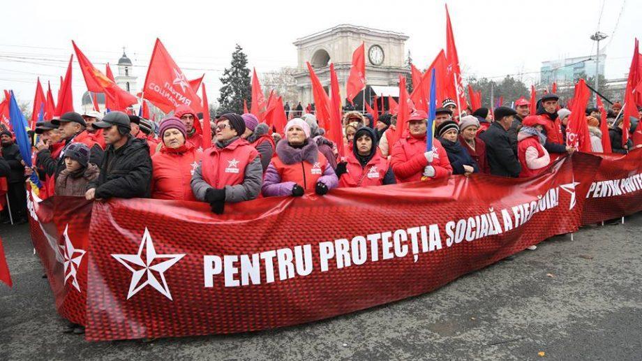 Зарплата 600 евро, пенсия 300 евро и запрет унионизма в стране. Какие предвыборные обещание дал Игорь Додон на митинге