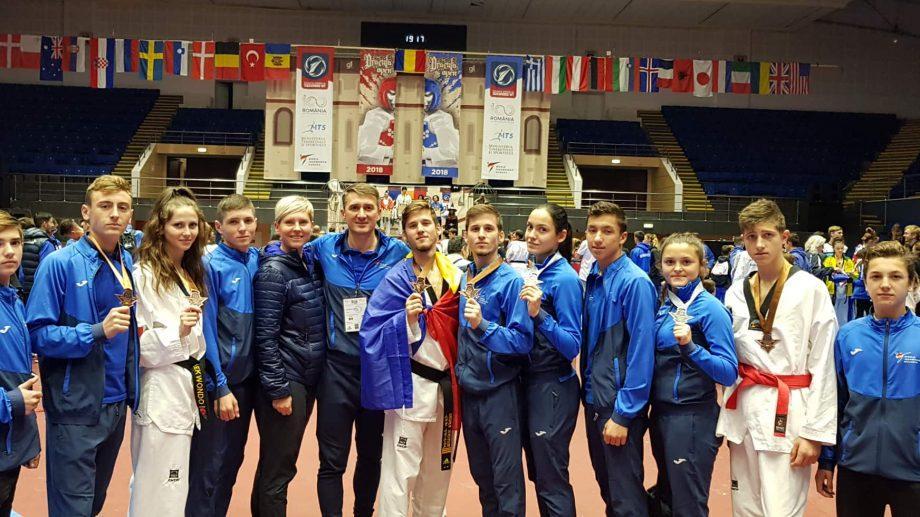 (фото) Молдавские спортсмены выиграли 7 медалей на турнире Dracula Open G-1 по Taekwon-Do