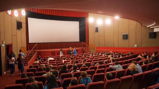 Сеть кинотеатров Patria внедрит систему онлайн-оплаты билетов. Это сократит очереди на кассе