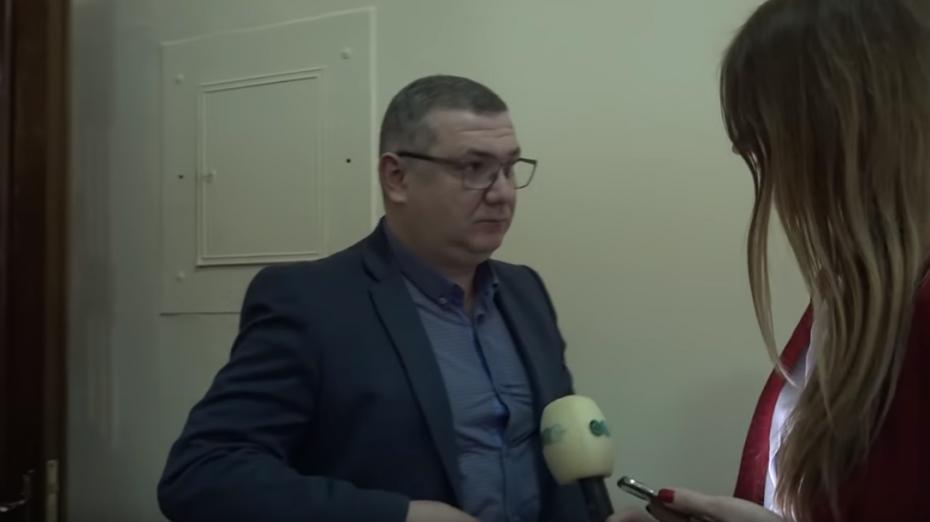 (видео) Украинский чиновник смотрел порно на совещании. Забыл выключить звук на телефоне