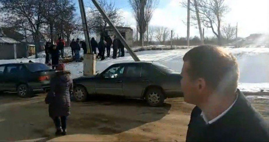 (видео) Готовят шашлыки перед избирательным участком. Говорят что празднуют день рождения