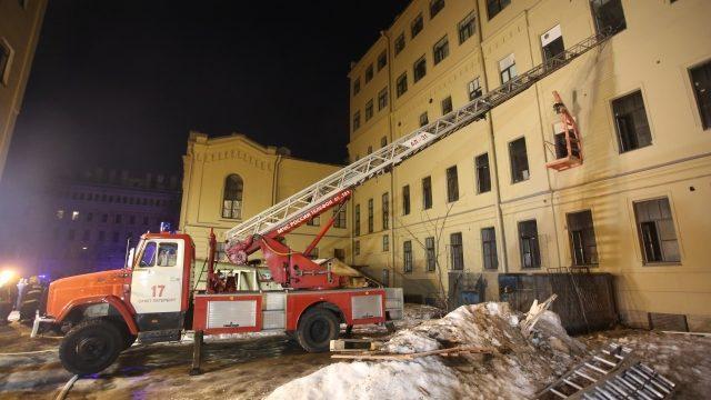 """(видео) """"Не были соблюдены правила безопасности при ведении работ"""". В одной из петербургских университетов, во время занятий, обрушилась крыша"""