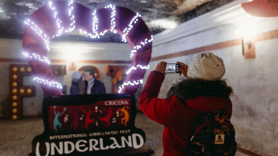 (фото, видео) Crazy selfie, караоке, IQOS zone. Узнай, как развлекались посетители фестиваля Underland 2019 – Wine Carnival