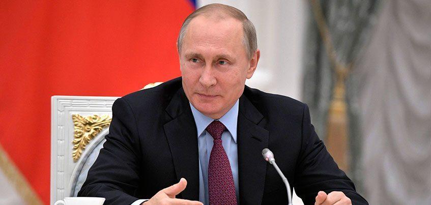 Штраф до полумиллиона рублей и арест на 15 дней. Путин подписал законы о блокировке фейковых новостей и наказании за оскорбление власти в интернете