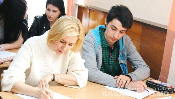 (фото) Башкан и жители Гагаузии приняли участие в всеобщем диктанте по гагаузкому языку