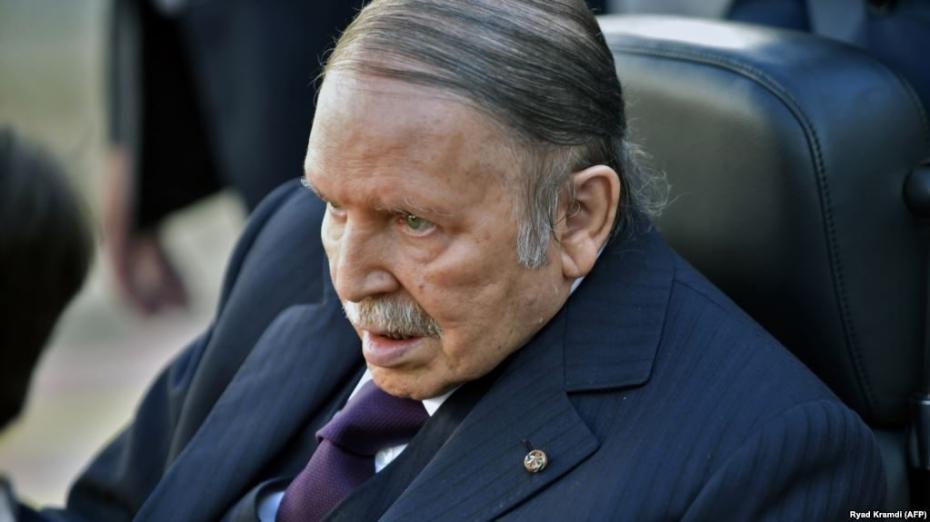 Самая большая африканская страна осталась без президента. Лидер Алжира подал в отставку после 20 лет правления