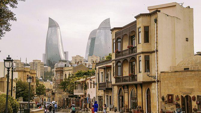 Планируешь побывать в столице Азербайджана? Купи карту Баку и пользуйся бесплатно городским транспортом и получи скидки в музеях